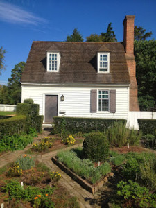 There are numerous home and gardens in the Colonial district to visit and enjoy.